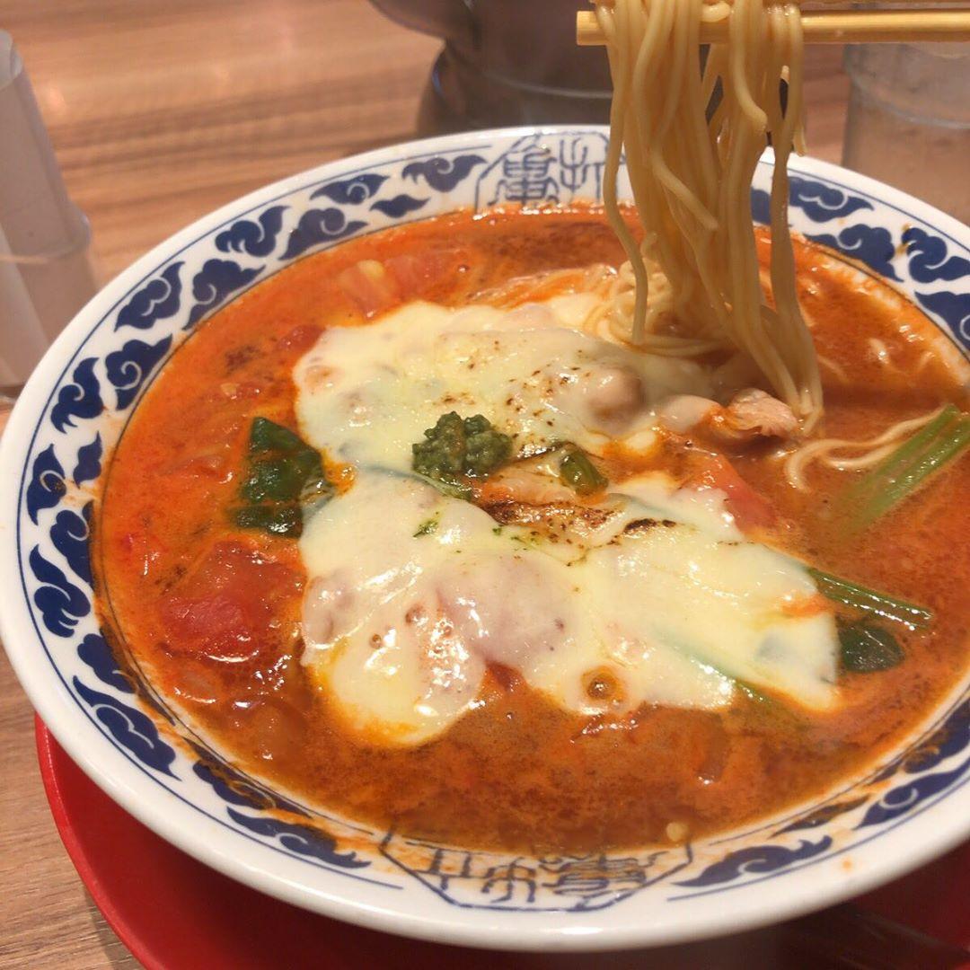 トマトチーズラーメン 亀王  京橋店