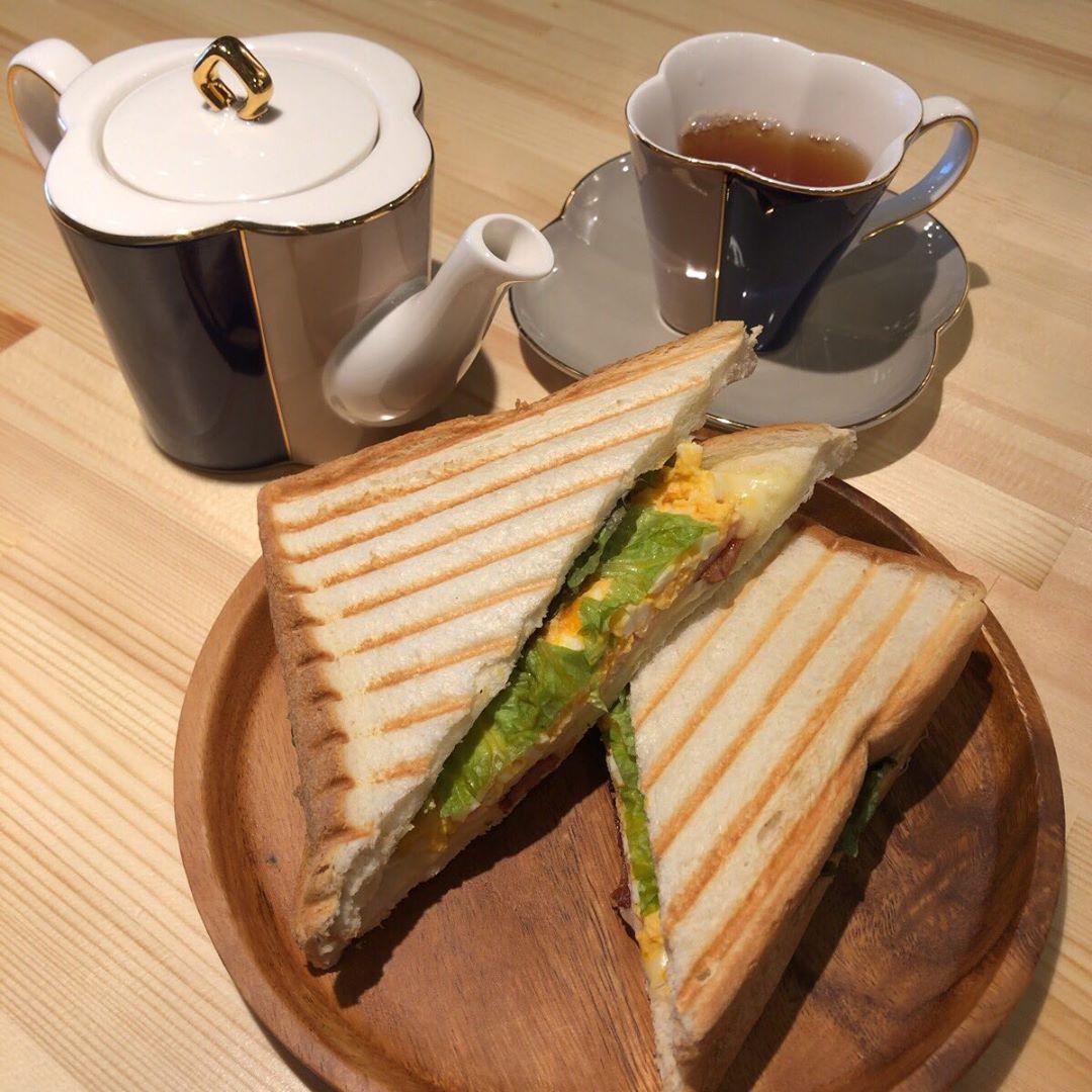 cafeR  ランチメニューのホットサンドセット 普通に美味しい(^o^) #瀬口理惠 @cafeR_20190603 